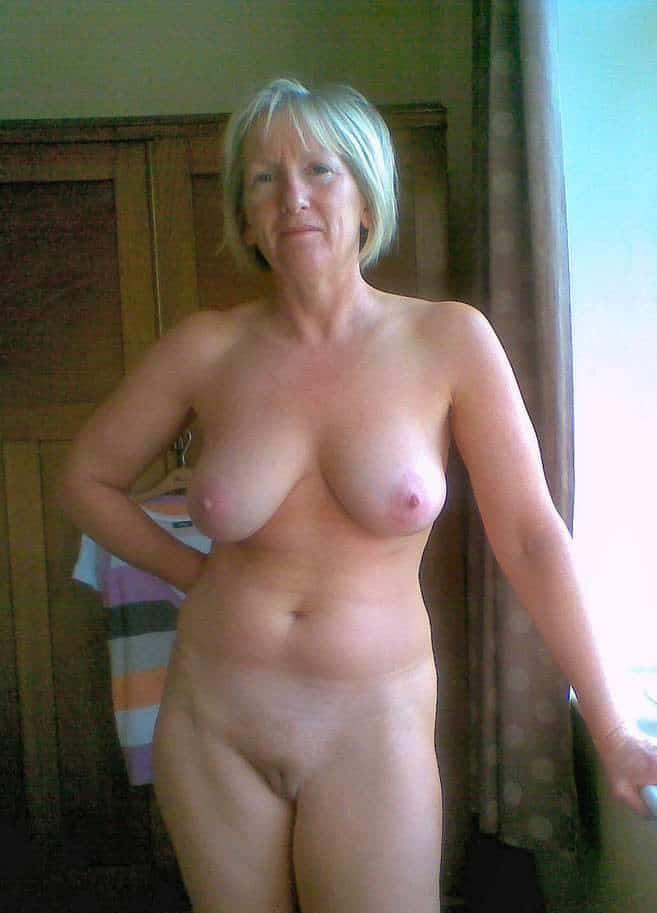 scharfe reife blondine nackt mit titten